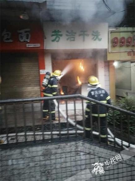 万州一干洗店今晨起火 当地消防成功紧急处置