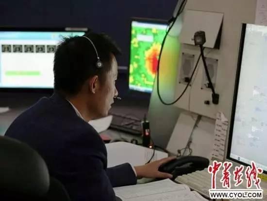 首都机场雷电交加 俄航一客机顺利在雷雨区里落地