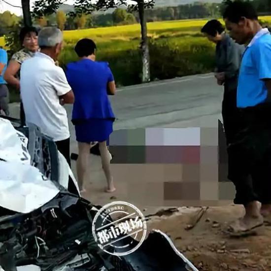 路虎车撞飞三轮车7人腾空飞起 致3人身亡4人受伤
