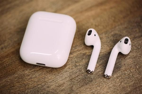 国行AirPods耳机更换电池需388元的照片 - 1