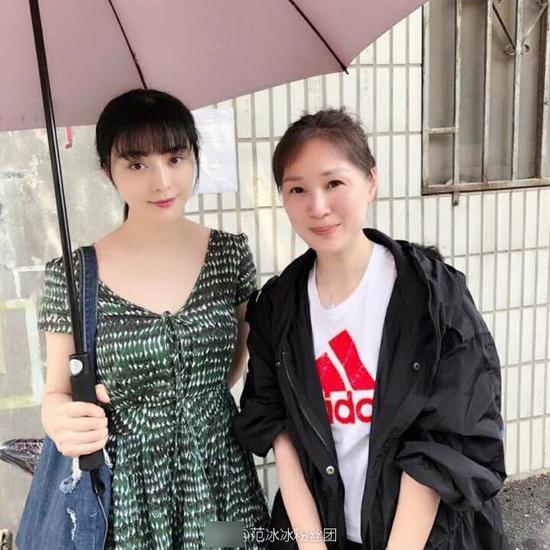 范冰冰新戏穿长裙留齐刘海 清纯显嫩
