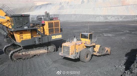 中国自主造超级挖掘机:一铲斗能挖40吨的煤