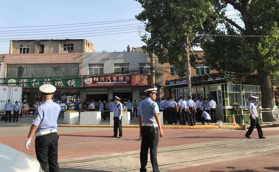 西安公交砍人事件:嫌犯后排开始砍 下车后又行凶
