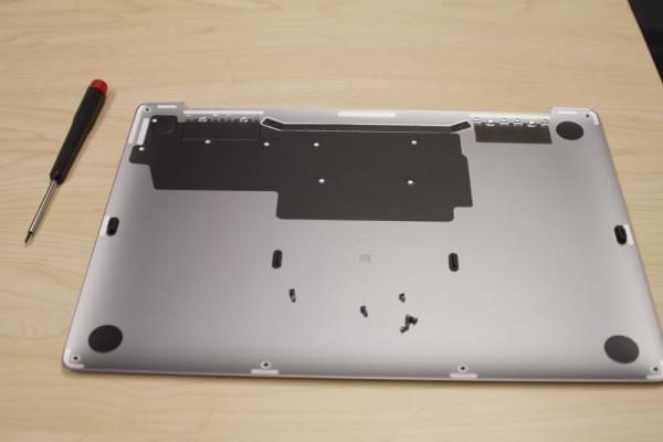 无Touch Bar版全新MacBook Pro拆解:SSD可更换的照片 - 7