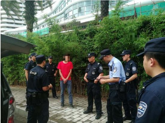 国内知名男演员深圳叫车赶飞机 没想到司机是逃犯