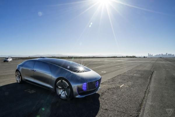 奔驰设计总监谈自动驾驶:人类还会操控方向盘130年的照片 - 1