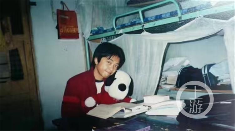 中国领队被大象踩死 同学:他是家中独子