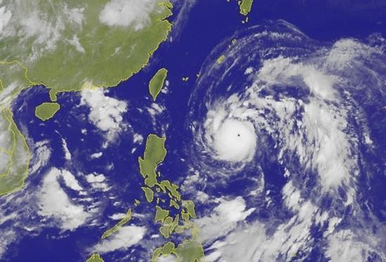 [图]飞机上看台风是什么样的?