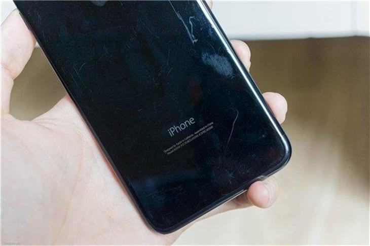 "iPhone 7亮黑色严重缺货 但黄牛价已""腰斩""的照片 - 1"