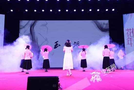 """四川外国语大学第四届""""班服大赛"""" 比创意、赛班风"""