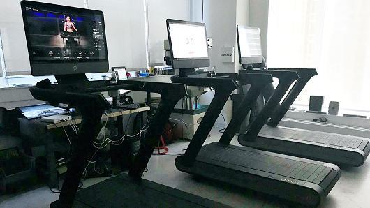 健身界苹果Peloton发布超大屏幕跑步机,售4000美元