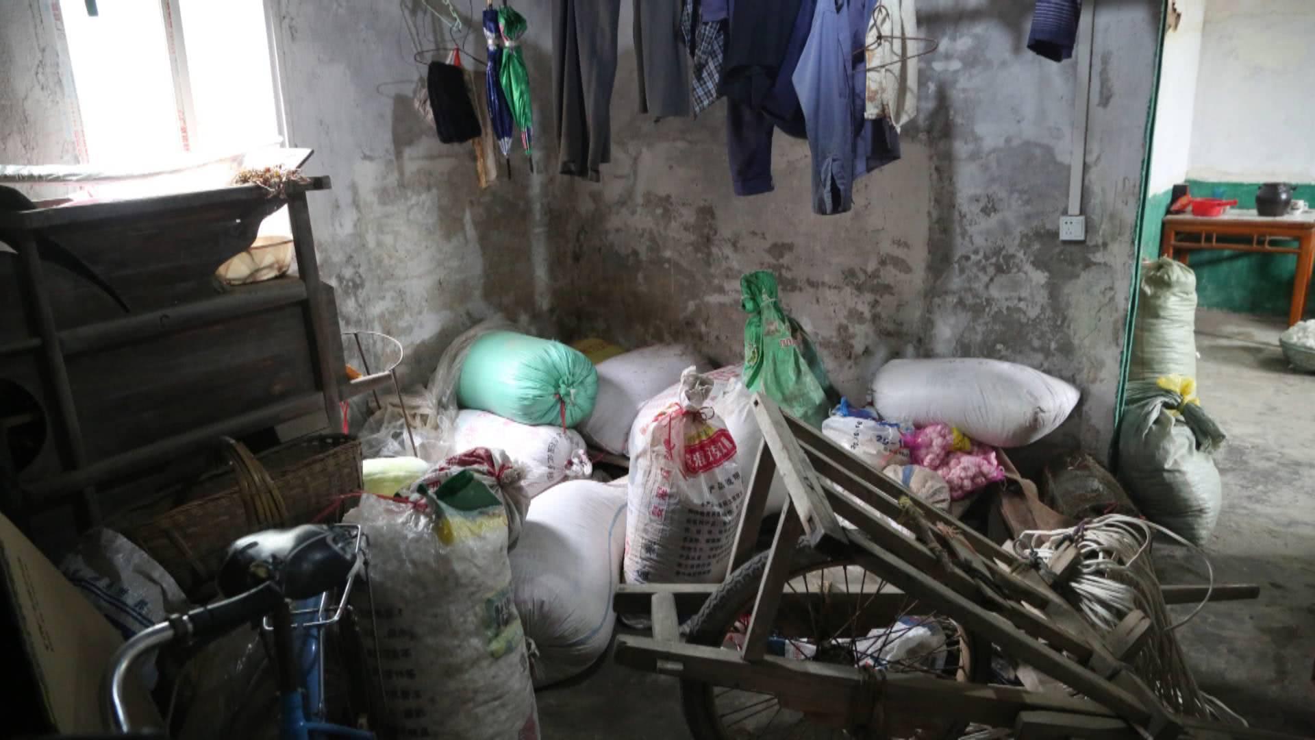 村民将165万现金藏谷堆 一顿饭工夫钱竟不翼而飞