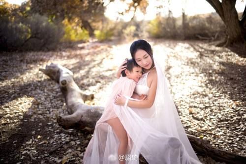《非诚勿扰》骆琦晒二胎孕照 抱大女母爱十足