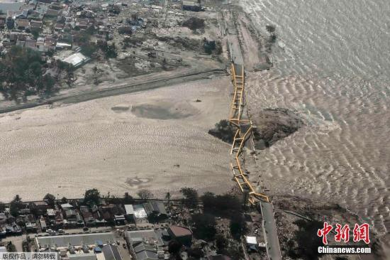 印尼地震灾区缺乏搜救机械 许多倒塌建筑尚未搜救