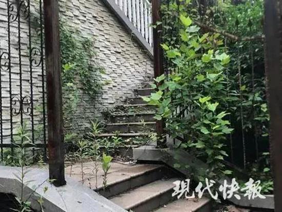 """南京""""凶宅""""别墅将开拍:报名需交30万 已有9人抢"""