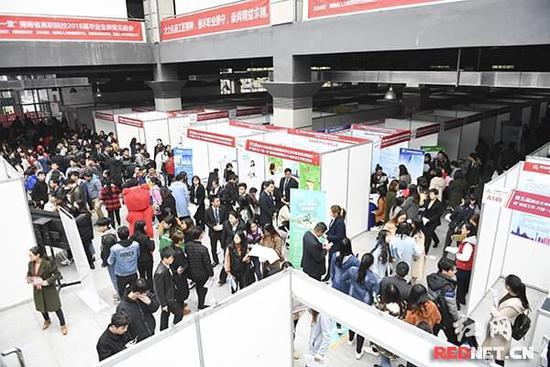 高职毕业季:330家企业在湘揽才 提供就业岗位