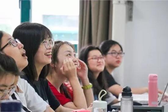 浙大女老师被称霸道总裁 学生为她改编南山南
