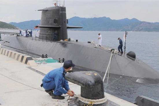 日本潜艇首次进入南海演习 中方:损害和平稳定