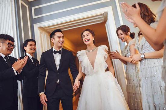 阿娇与赖弘国5月已在美国举办婚礼