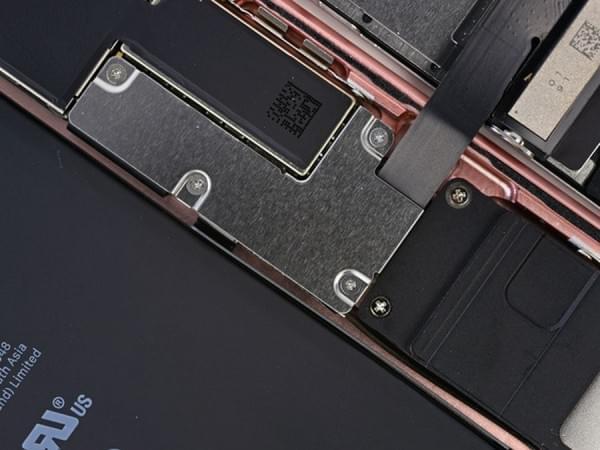 iPhone 7 Plus拆解:2900mAh容量电池的照片 - 12
