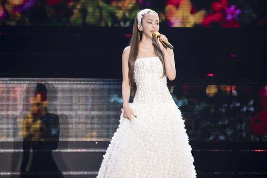 [星娱闻]演艺生涯剩6天!安室奈美惠泪崩:我没有遗憾了