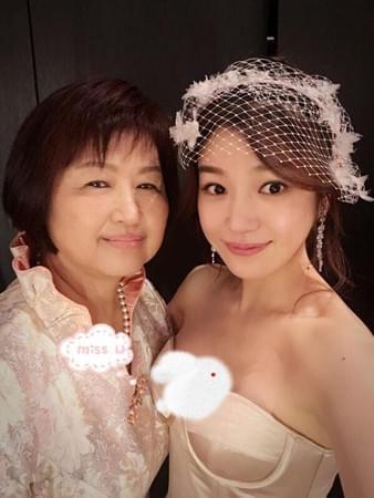 陈妍希晒与妈妈合照
