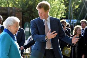 哈里王子和祖母伊丽莎白二世