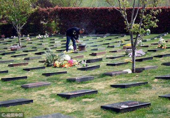 媒体评殡葬改革:流传千年未必是陋习 心存敬畏