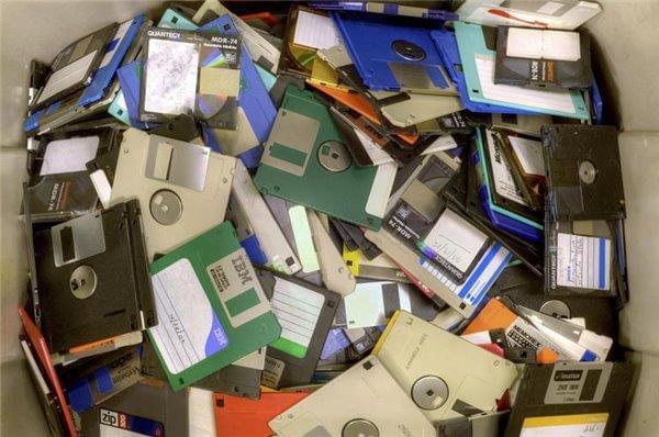 外媒盘点今天依然在使用的十大过时技术的照片 - 6