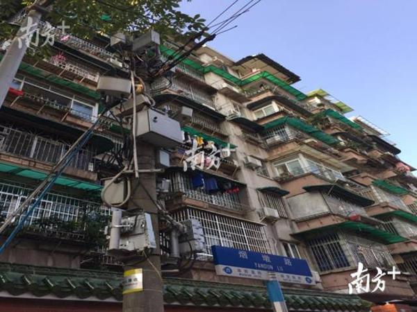 广东暴雨4人疑似被电击致死 市民:上街提心吊胆