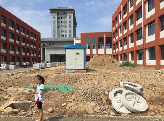 山东某小学开学前未完工 教育局:甲醛检测合格