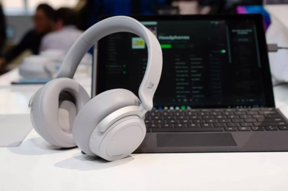 微软首款降噪耳机11月19日发货,售价为349美元