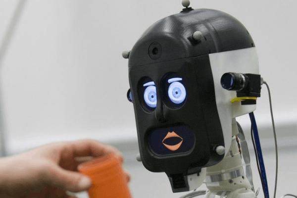 做错事的机器人道歉卖萌 我们的同情心竟然也会泛滥的照片 - 2