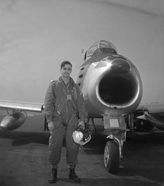 参与朝鲜战争的加拿大战争机飞行员E.A.Glover