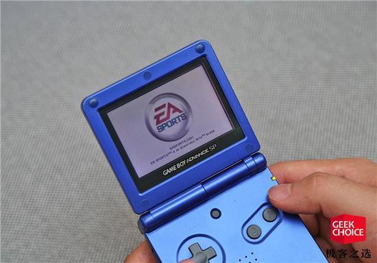 """翻出任天堂15年前的游戏机:踢了场""""怀旧世界杯"""""""