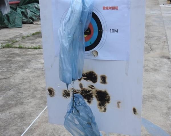 """中国电网的""""激光炮"""":清理高压电线飘挂物的照片 - 2"""