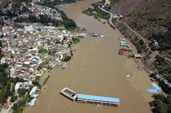 两部委向甘肃拨9600万 重点支持舟曲滑坡抢险救灾