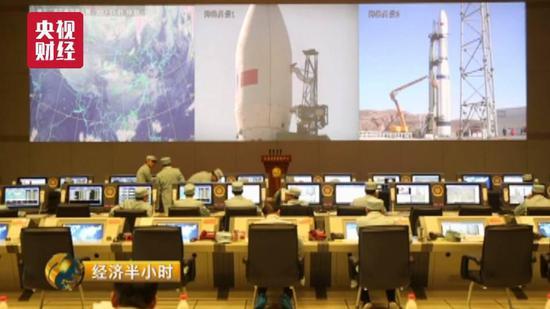 中国游客济州免税店外排赢得逃生