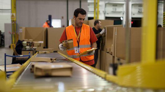 亚马逊:取消股票奖励提高最低薪资让收入增长且更透明
