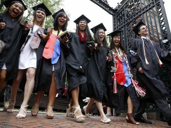 美国富豪子女考入常春藤名校机会是穷人77倍