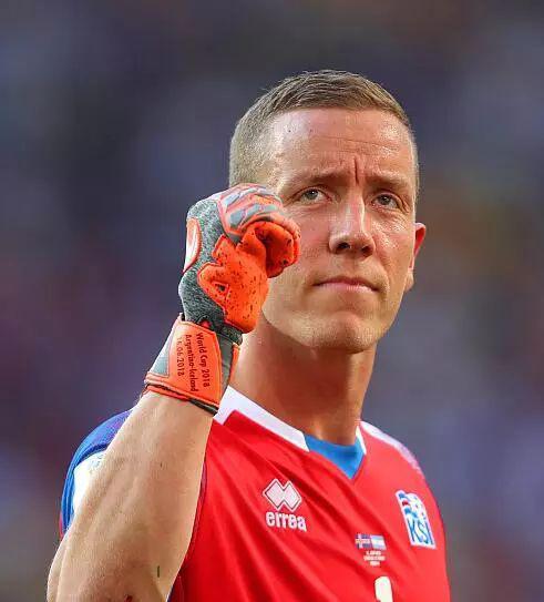 ▲扑下梅西点球的冰岛门将哈尔多松