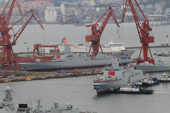 英媒:中国2艘055驱逐舰下水 单舰配上百垂发单元