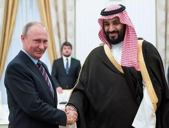 世界杯上普京频摊手 俄罗斯和沙特在场外发生了啥