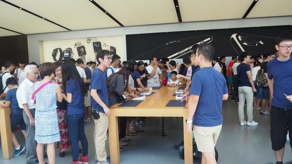 iPhone 7 广州遭疯抢黄牛生意火爆 分析师为何被打脸?的照片 - 2