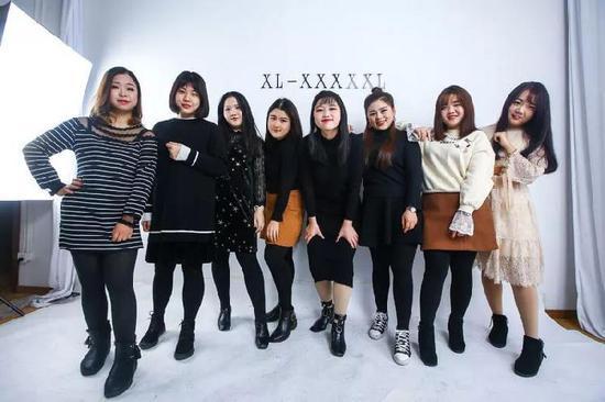 这8个姑娘平均体重超140斤!今年老板靠她们赚了一个亿……