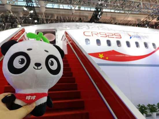 体验中俄合研大飞机CR929样机 可为手机无线充电