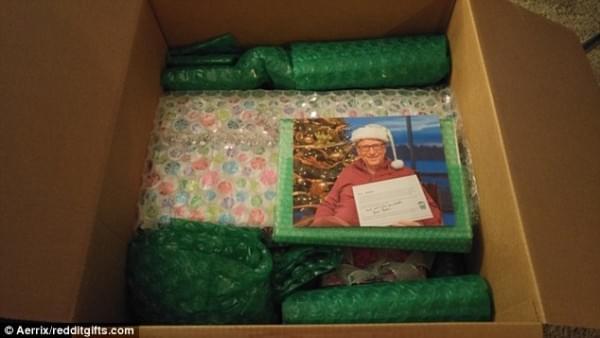 比尔·盖茨再度化身圣诞老人 为幸运网友送出豪华大礼的照片 - 3
