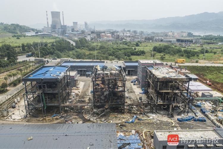 四川爆燃致长江对岸多处民居被震裂 玻璃窗受损