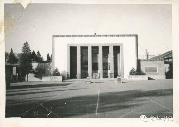 上:始建于1952年的学校礼堂原貌(八一学校供图)