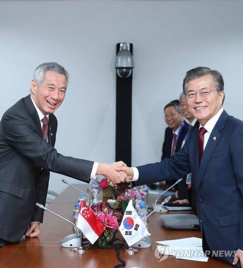 文在寅:驻韩美军是韩美同盟事务 非朝美谈判议题